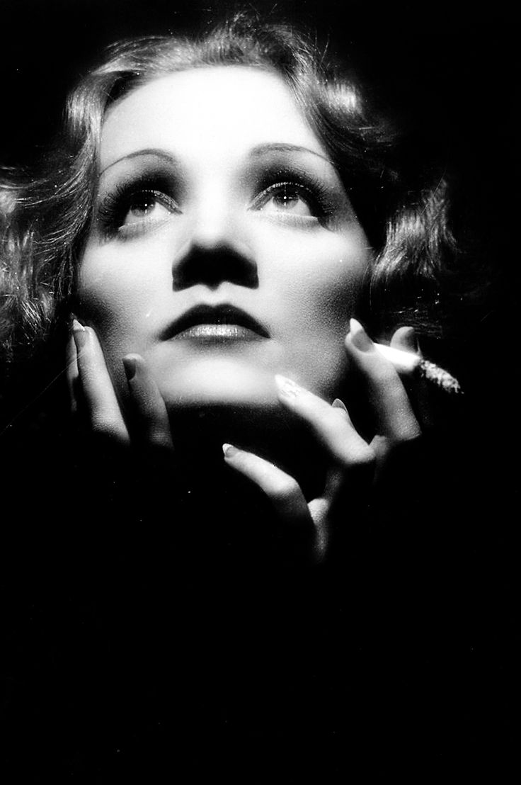 7b6ac9ca1830da879c318bd3c2848747 marlena dietrich smoking celebrities
