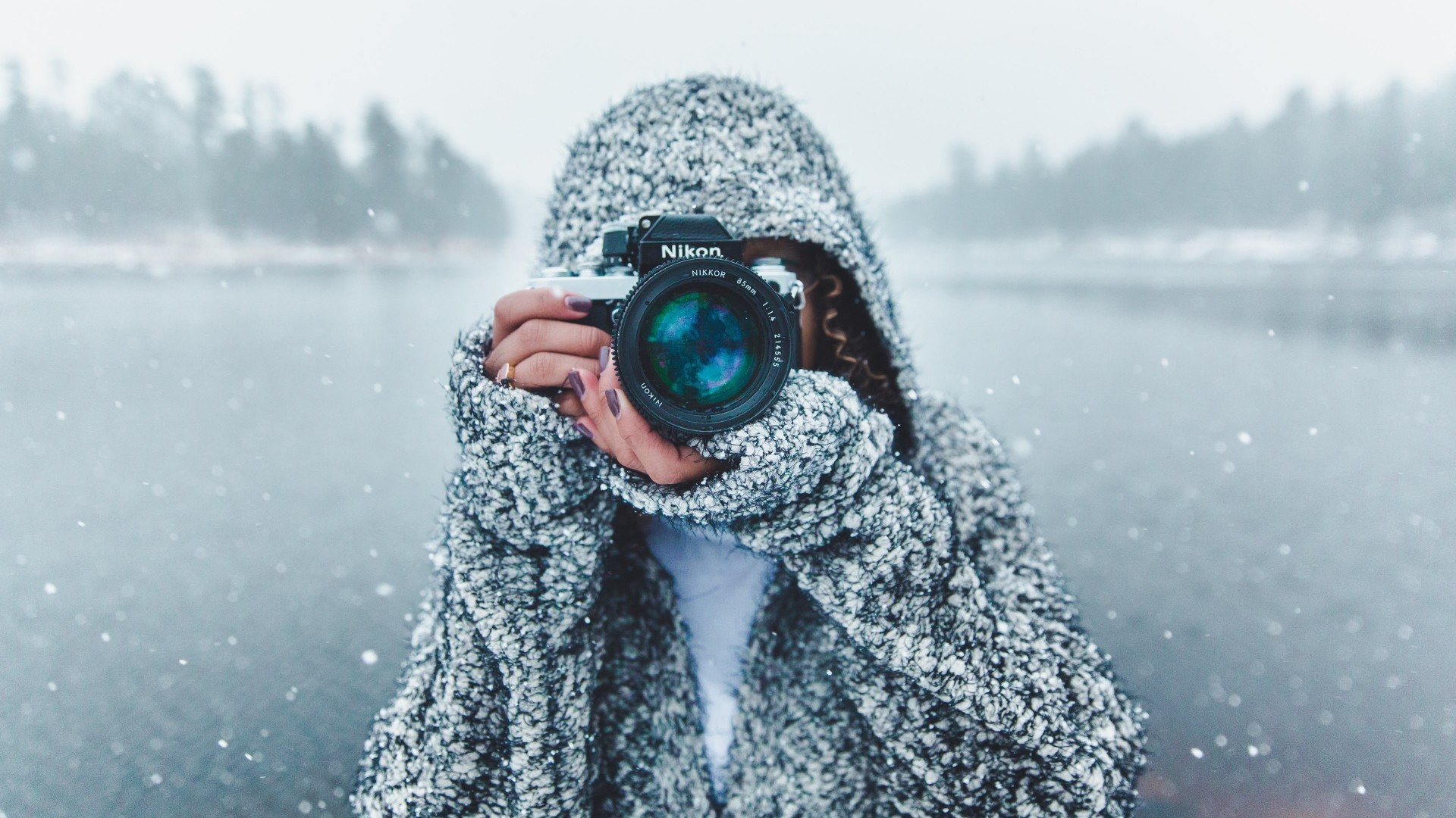 photographer hoodie nikon camera snow girl